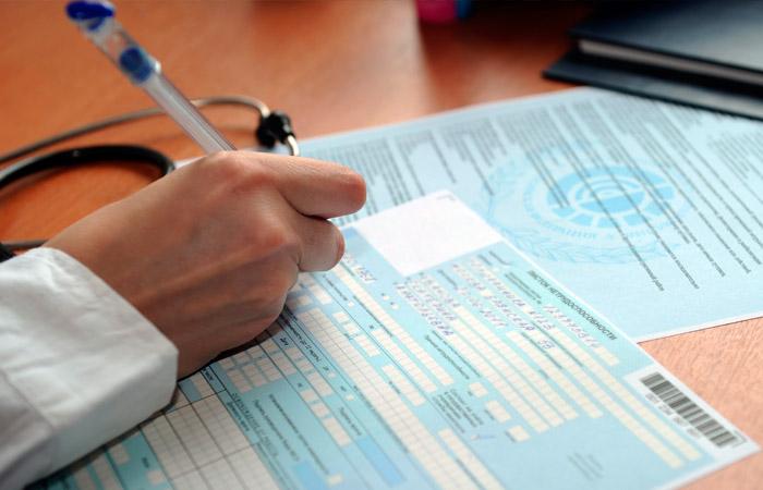 Работающие пенсионеры могут продлить электронные больничные до 1 мая
