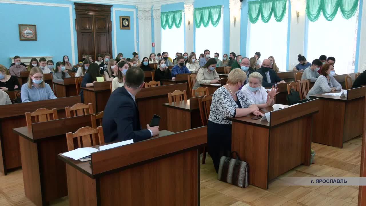 Будущих врачей познакомили с условиями работы в Костромской области