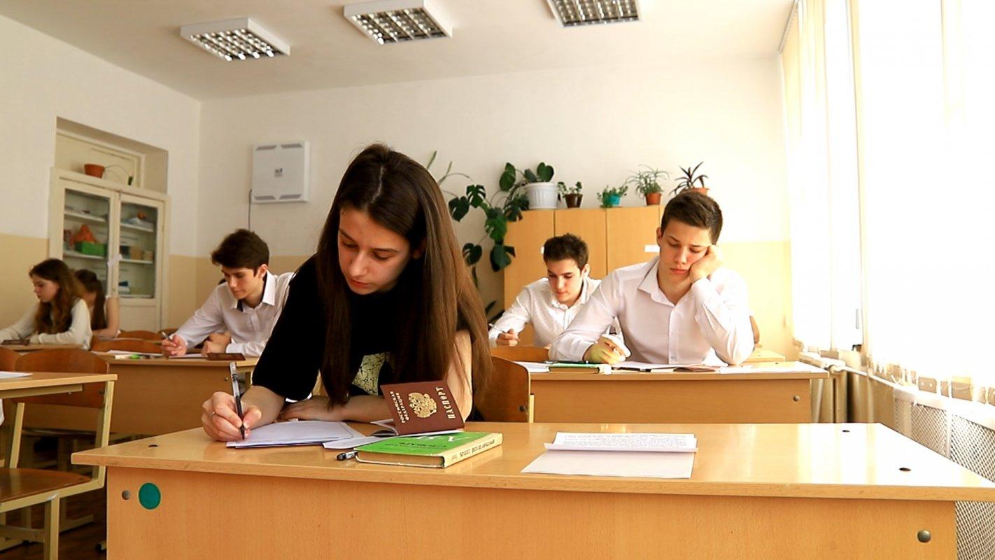 Сегодня одиннадцатиклассники региона писали итоговое сочинение.