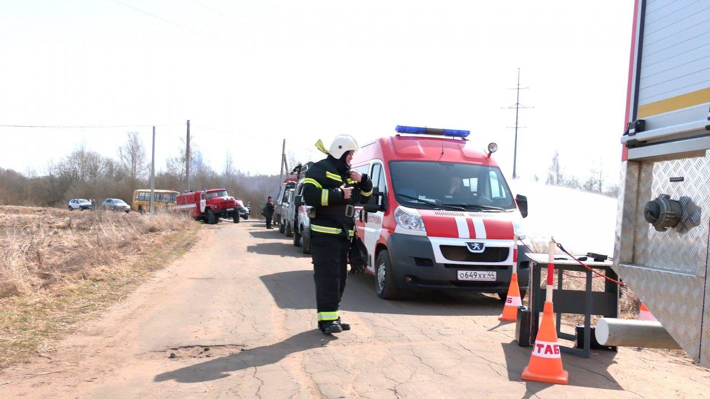 Методы противостояния огненной стихии отработали костромские пожарные