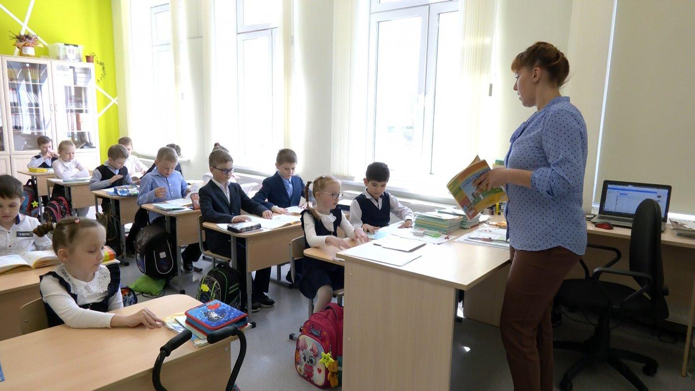 Костромские школьники почтили память погибших в Казани