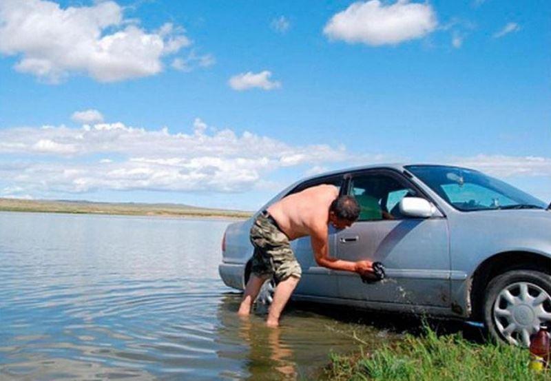 В Костроме помыть машину в реке дороже, чем на автомойке