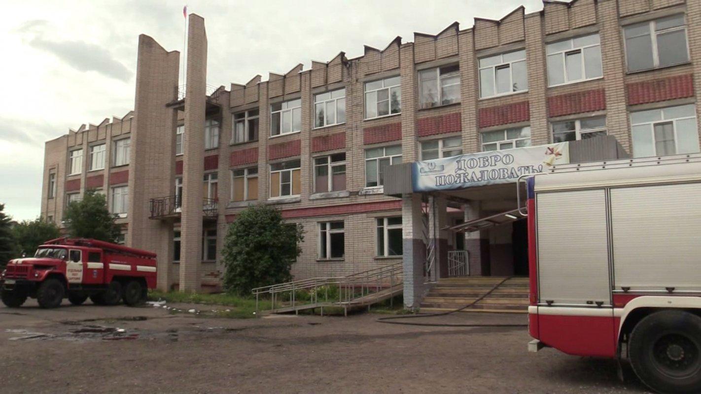 Пламя не успело проникнуть в здание. Пострадавшую от огня школу под Костромой отремонтируют к началу учебного года