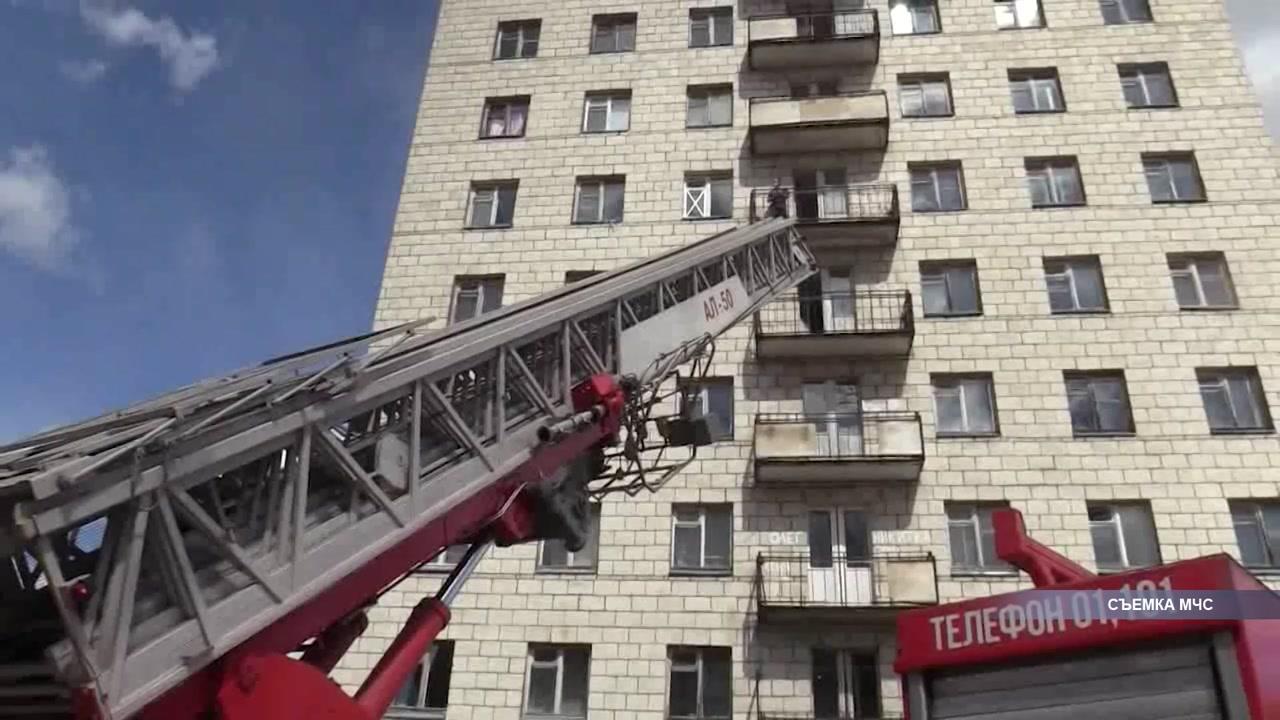 Пожарные провели тактическую тренировку в одном из костромских общежитий