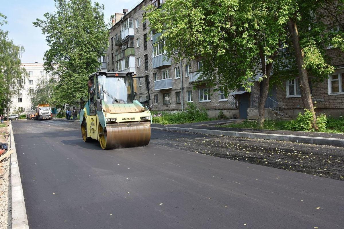 По 17 адресам Костромы  работы завершены, еще на 8 – бригады асфальтируют дворы