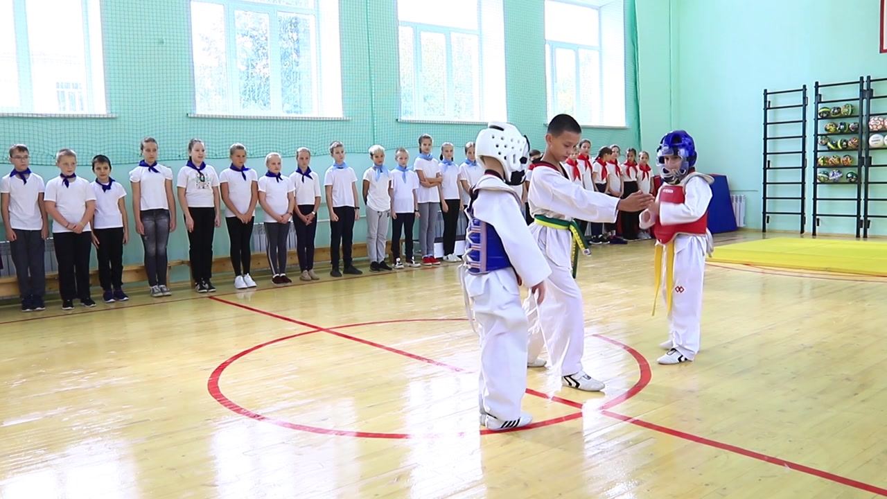 В 18-й школе Костромы сегодня открыли обновленный спортивный зал