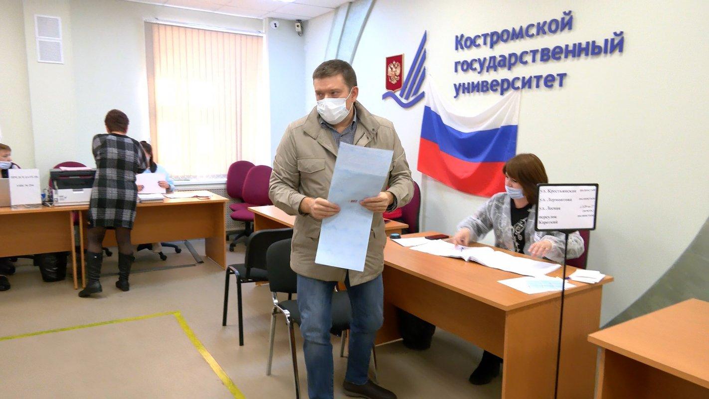 Свой выбор сделал сенатор от Костромской области Николай  Журавлев.
