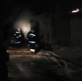 Ночью в Костроме горел гаражный кооператив, пострадал один человек