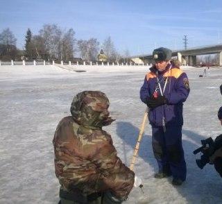Костромских рыбаков не пугает тонкий лед