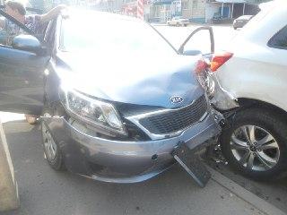 В Костроме водитель умер за рулем КИО-РИО и совершил наезд на МИЦУБИСИ