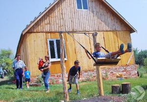 8 многодетных семей Костромской области  в сентябре стали обладателями бесплатных земельных участков