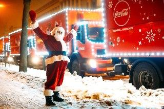 5 января по Костроме проедет знаменитый караван красных машин из рекламного ролика