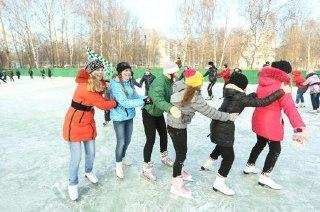 С приходом морозов в Костроме начали работать катки