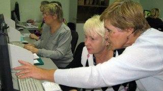 В Вохомской средней школе стартовали компьютерные курсы для пожилых людей