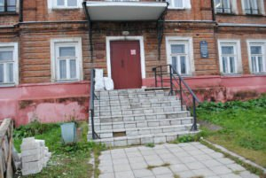 В поселке Судиславль начали адаптировать для инвалидов-колясочников библиотеку