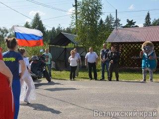 Шарья встретила участников эстафеты #МойФлагМояРоссия в цветах Российского триколора