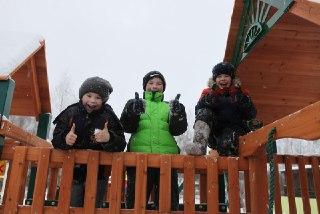 Галичане построили детскую площадку на улице Солнечной