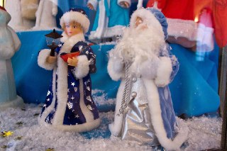 Костромские школьники сделали для выставки Снегурочки почти полтысячи работ