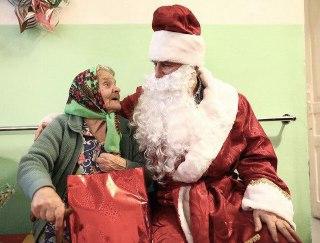 Костромичи собирают новогодние подарки для пожилых людей