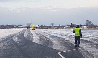 Костромской самолет был вынужден приземлиться в Туношне