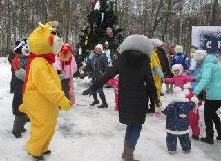 Костромичи опробовали отремонтированные дворы и скверы новогодними гуляньями