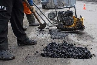 В Костроме асфальтировать дороги после раскопок будут городские дорожники
