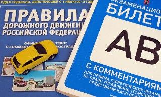 В Нерехте госавтоинспекторы и волонтеры предложили автовладельцам сдать мини-экзамен на знание ПДД