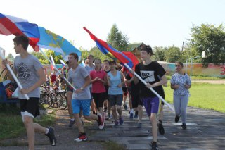В Макарьеве и Мантурове участников эстафеты #МойФлагМояРоссия встречали с караваями